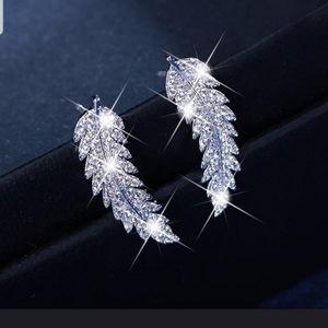 Jewelry - Very pretty Womens .925 sterling silver earrings